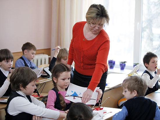 Директора школ грабят учителей