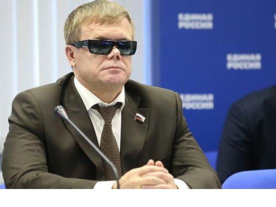 Депутат Владимир Вшивцев поздравляет ветеранов с 9 мая