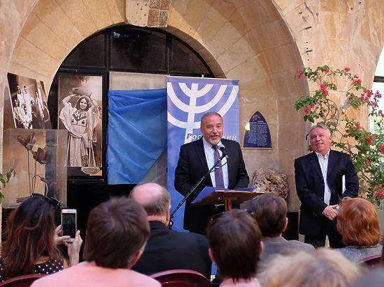 Отрывок из знаменитой сатирической поэмы Маршака на идише прочитал экс-министр иностранных дел Израиля Авигдор Либерман