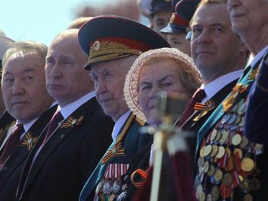 Чем сильнее всех Красная Армия: С-400 и парадный расчет девушек
