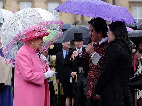 Курьез произошел во время приема в Букингемском дворце