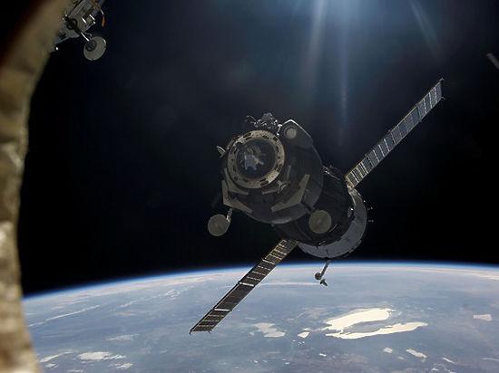 Космический мусор повредил иллюминатор МКС