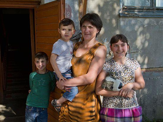 Семья с Донбасса, скрывшись от гибели, борется с обстоятельствами