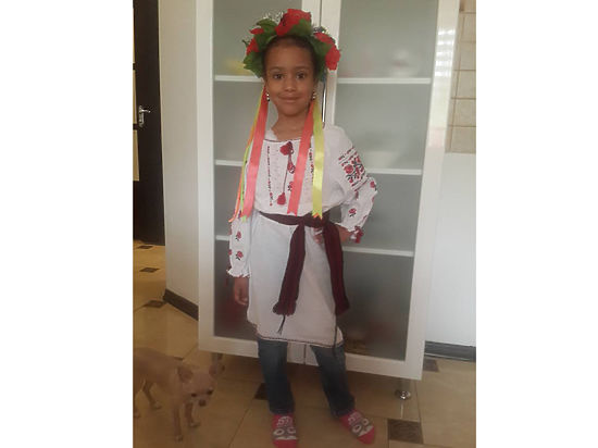 Девочку-мулатку не пустили на киевский парад вышиванок из-за цвета кожи