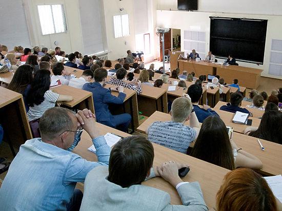 Михаил Хазин рассказал студентам СГУПСа об экономике, власти и кризисе