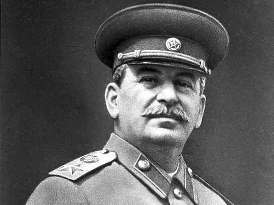 Поэт Гандлевский объяснил, зачем снял Сталина: сорвал портрет убийцы