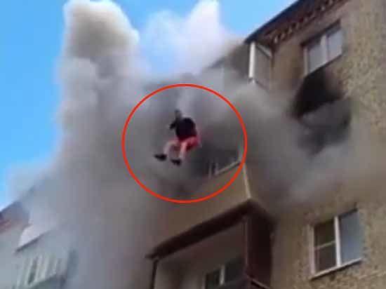 ab4e4e5484f0 Перекрестились и выпрыгнули  семью, упавшую с 5 этажа, спас ковер - МК