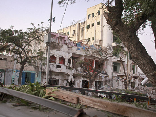 Боевики устроили взрыв и перестрелку в столице Сомали
