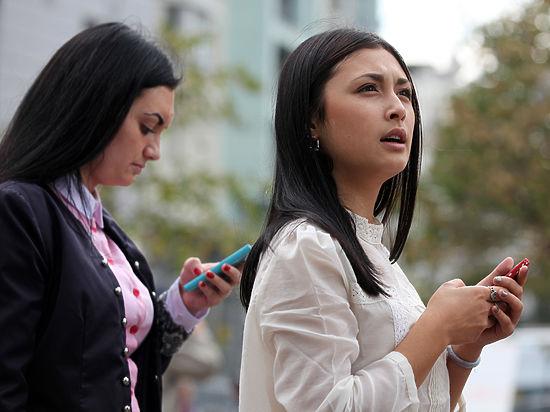 Женщины оказались склонны к зависимости от смартфонов