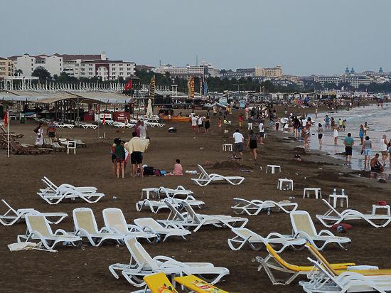 Эксперты не исключают, что за угрозой терроризма могут стоять интересы российских курортов