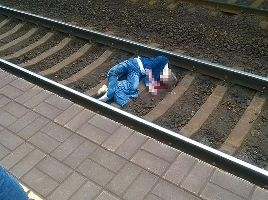 Не исключено, что молодого человека зацепило зеркалом проходившего станцию экспресса