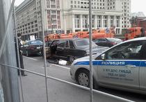 Воскресная погоня полицейских за старинным лимузином «Чайка» по центру Москвы завершилась стрельбой у стен Кремля, на Моховой улице
