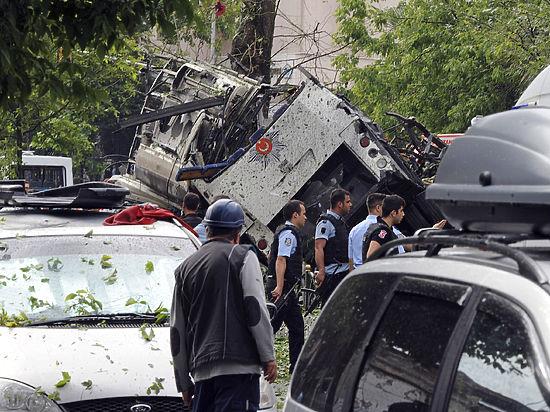 Свыше десятка человек погибли из-за подрыва автомобиля