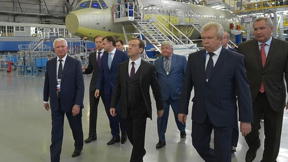 Медведев в Иркутске гордо представил российский самолет будущего