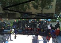 Глава ВОБ Александр Шпрыгин сообщил, что французская полиция собирается депортировать всех российских болельщиков, находящихся в блокированном спецназом автобусе