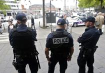 Полиция французского города Лилль задержала и поместила под стражу еще двух российских болельщиков, а также двух футбольных фанатов из Украины