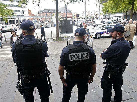 Полиция Лилля задержала российских болельщиков и украинцев с оружием