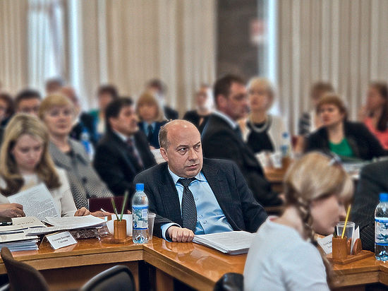 Всего один «ход конем» может изменить ясную ситуацию до неузнаваемости, что неоднократно делал депутат Петросовета Дмитрий Макеев.
