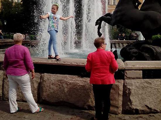 Московские фонтаны снова превратились в купальни