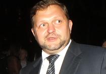 Кто тот таинственный человек, который в передал губернатору Кировской области Никите Белых 400 000 евро в московском ресторане в ТЦ Lotte Plaza? Спикер СК Владимир Маркин сообщил: взяткодатель фактически контролировал два предприятия в Кировской области