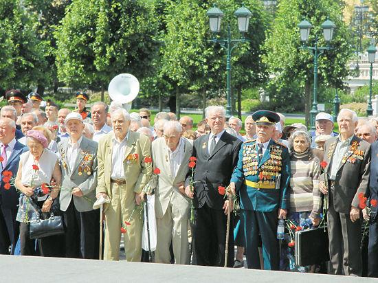 Участники Парада Победы 1945 года снова собрались у стен Кремля