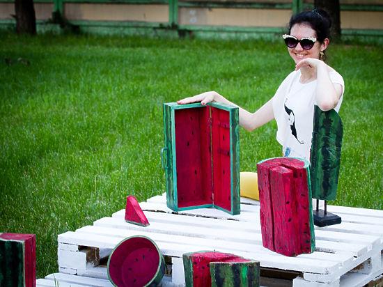 В парке «Садовники» художники накормили посетителей деревянными арбузами