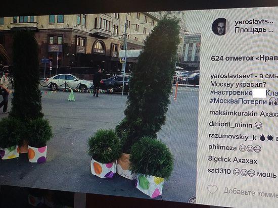 Фото «инсталляции» на площади Революции активно расходятся по Сети