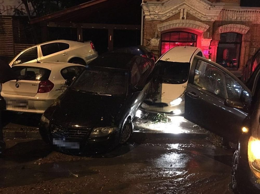 Жители Ростова публикуют жуткие снимки смертоносного потопа