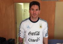 Один из самых именитых футболистов современности, аргентинец Лионель Месси, передумал покидать национальную сборную, о чем ранее громогласно заявил после унизительного поражения от чилийцев