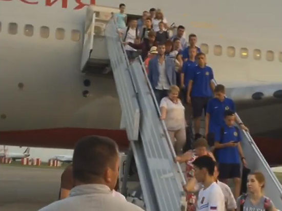 Другие пассажиры рассказали «МК», как они мучились в самолете