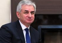 Многочасовые беспорядки в Абхазии увенчались успехом: министр внутренних дел Леонид Дзапшба временно отстранен указом главы государства