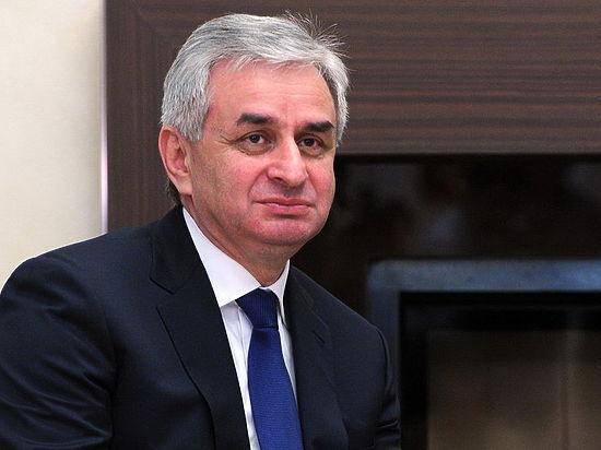 Президент Абхазии Хаджимба отстранил главу МВД после беспорядков