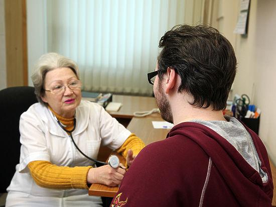 Практикующие врачи испугались обещания Медведева «откорректировать время приема пациента»
