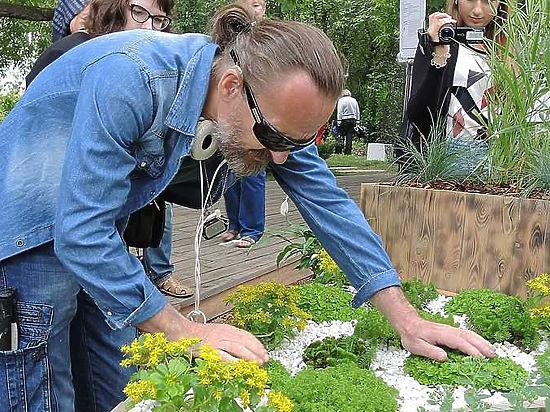 В Москве откроют тактильный сад для слепых людей