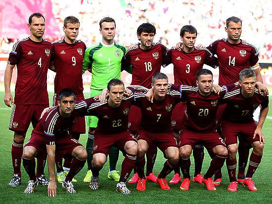 Авторы петиции предлагают потратить эти деньги на развитие футбола
