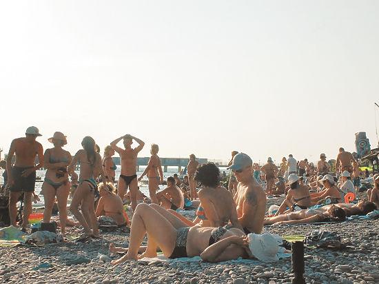 После запрета ночных купаний в Сочи пляжи стали запирать на замки