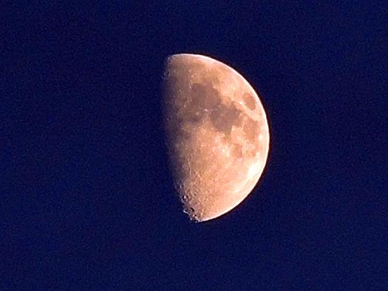Ученые предупреждают: Луна и Марс сольются в одну точку