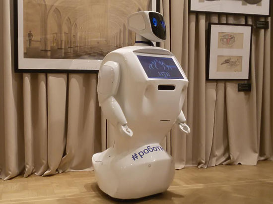 Робот-экскурсовод рассказывает истории про метро
