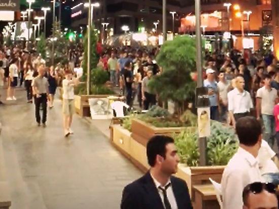 Жители Еревана встали на защиту радикалов, захвативших полицейский участок