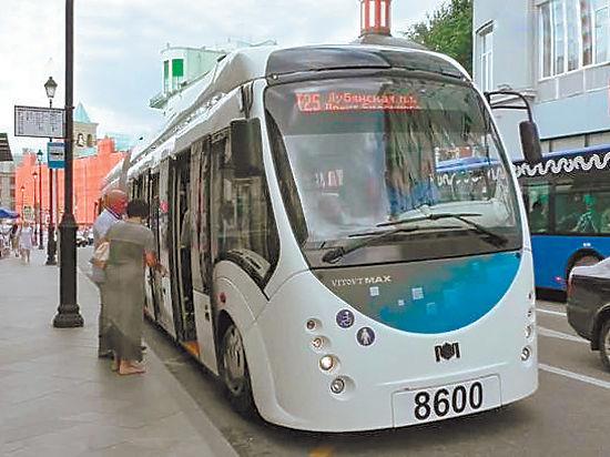 Испытания электробуса в Москве: дверь мешает колесам, «рога» коротки