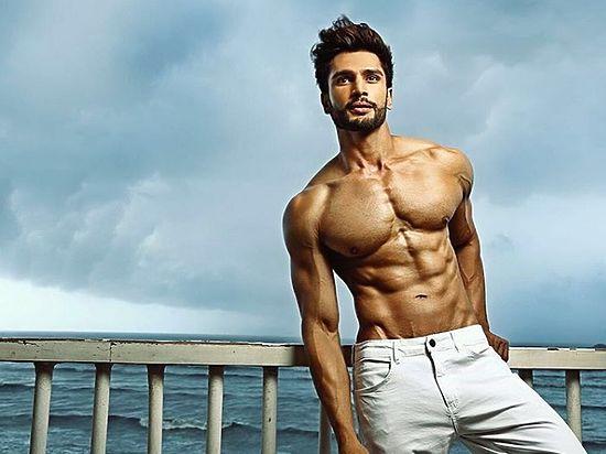 Самым красивым в мире мужчиной стал мачо из Индии