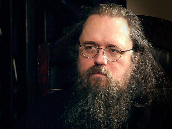 В таком преображении церкви он винит политику патриарха Кирилла