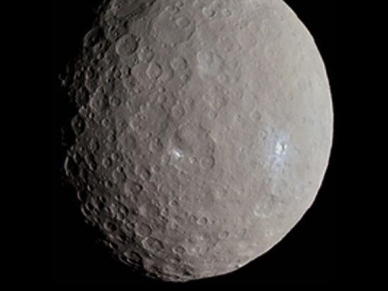 Планетологи раскрыли тайну исчезновения кратеров на Церере