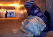 Кризис затрагивает все больше российских семей — население, а в особенности незащищенные категории, беднеет, тратя все свои доходы лишь на питание и жилье