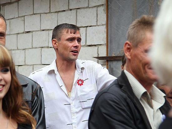 Западная пресса отмечает удивительное сходство голливудского актера и мужчины, предположительно живущего в России