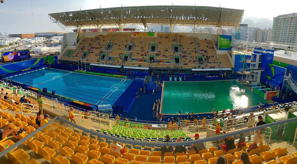 Олимпийский бассейн в Рио внезапно позеленел