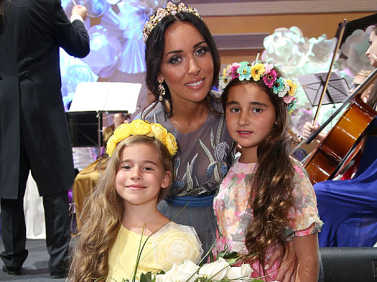 Певица Алсу родила третьего ребенка