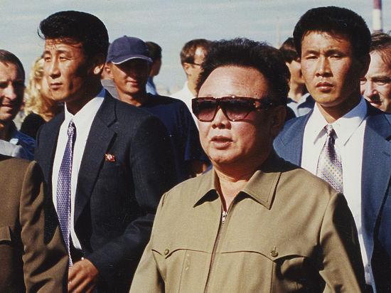 Мемориальную доску Ким Чен Иру решили открыть в Петербурге
