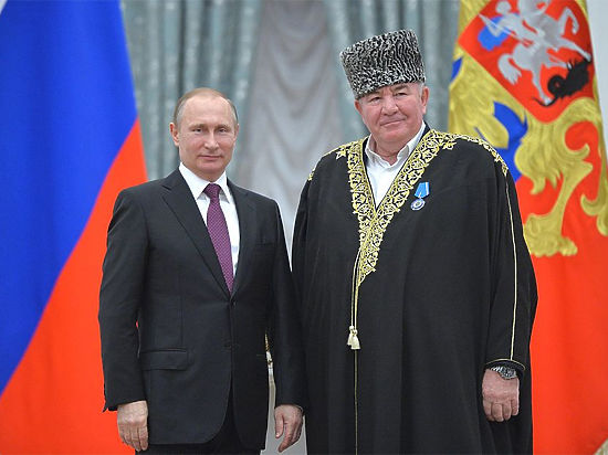 Высокопоставленный российский муфтий потребовал обрезать всех женщин РФ