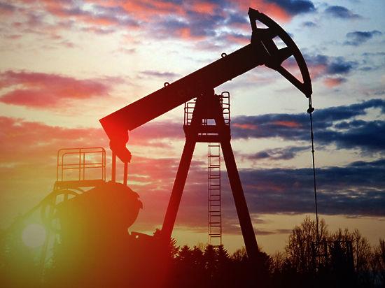 Российская валюта пустилась в погоню за дешевеющей нефтью